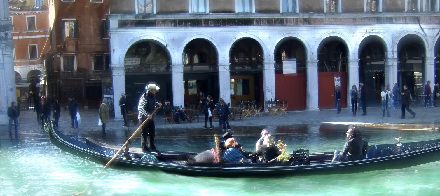 Gondola | Postcards from Italy